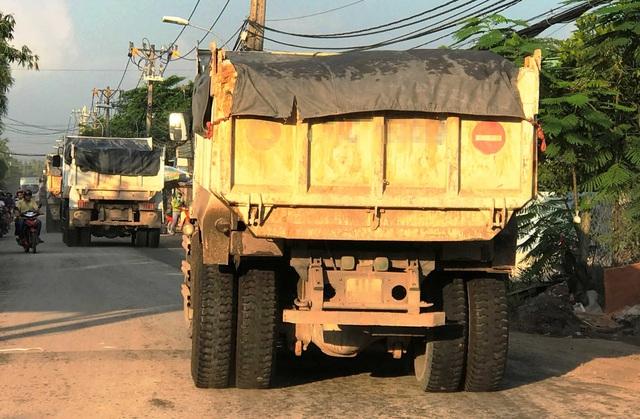"""Xe tải """"náo loạn"""" đường cấm, sau khi trốn CSGT - 5"""