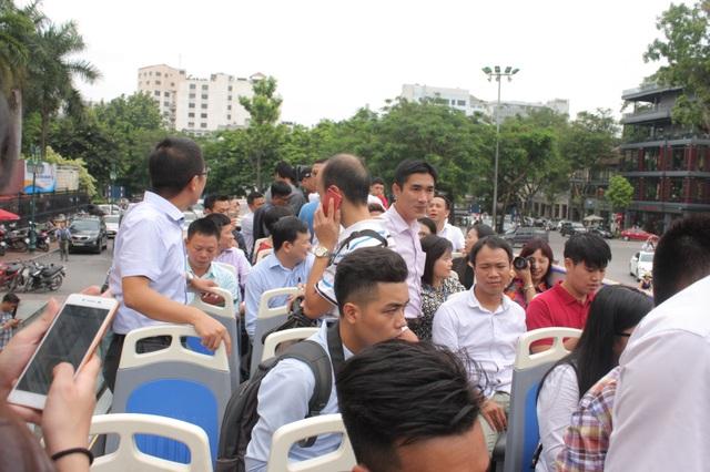 Đông đảo người dân tham gia trải nghiệm ngắm Hà Nội từ trên cao