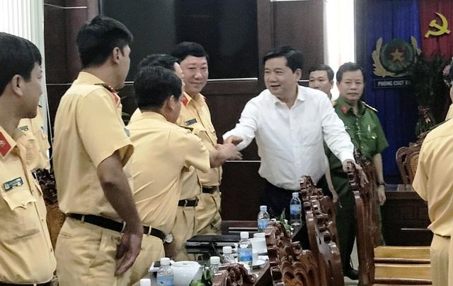 Bí thư Đinh La Thăng chúc Tết các cán bộ, chiến sĩ CSGT TPHCM.