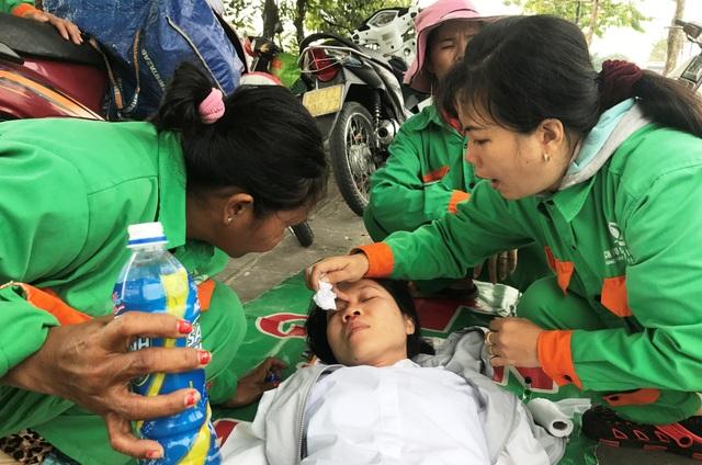 Công nhân vệ sinh cứu người gặp nạn trên đại lộ - 1