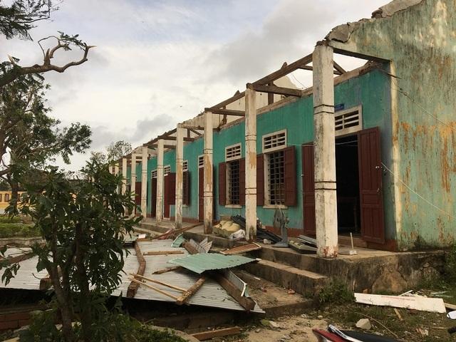 Bão số 10 đã khiến ngành giáo dục Quảng Bình thiệt hại khoảng 205 tỷ đồng. (Ảnh: Đặng Tài)
