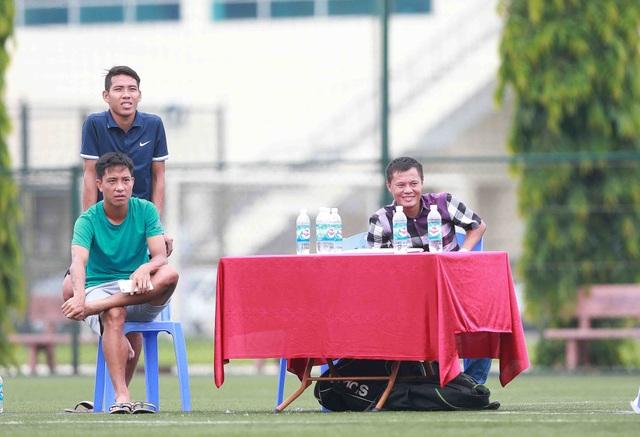 Thành Lương thích thú với bóng đá học đường