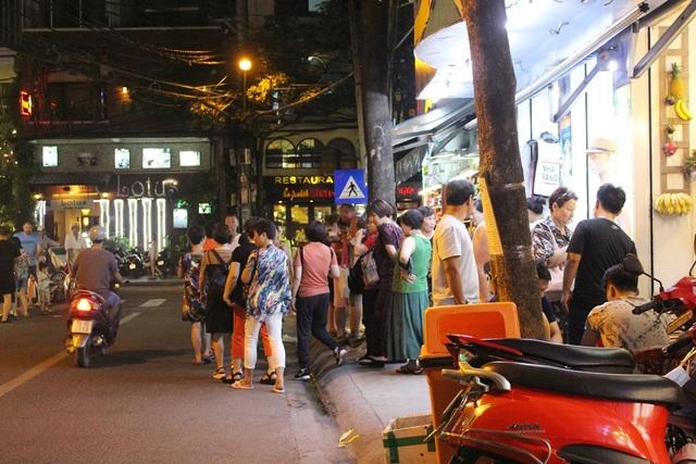 """Khách Trung Quốc nhộn nhịp ở """"phố Tây"""" Nha Trang - 4"""