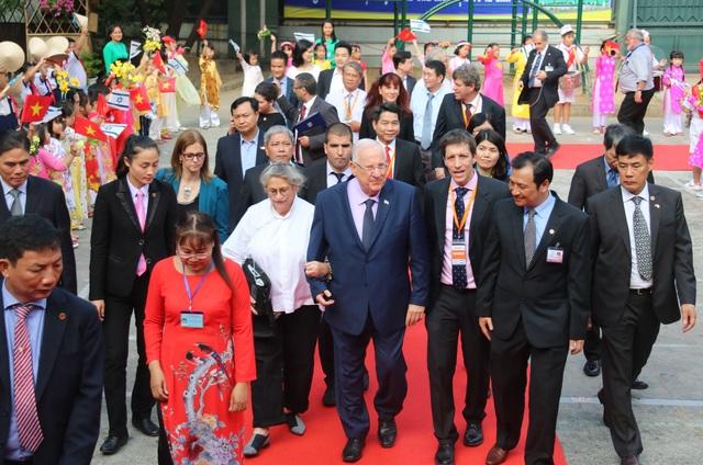 Tổng thống Israel dự thính một buổi học của học sinh TP HCM - 1
