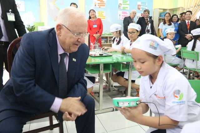 Tổng thống Israel dự thính một buổi học của học sinh TP HCM - 6