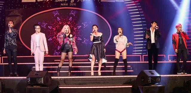Liên khúc mở màn do các ca sĩ trẻ Lê Thiện Hiếu, Suni Hạ Linh, Only C, Lou Hoàng, Rocker Nguyễn, Hòa Minzy và Minh Như trình bày.