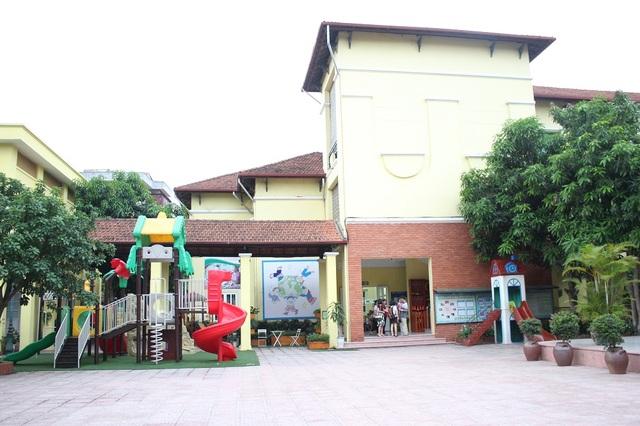 Trường mầm non Mai Dịch nơi xảy ra tai nạn hi hữu