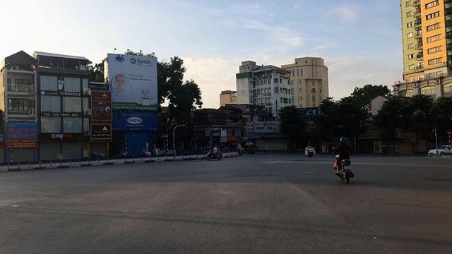 Ngã tư Nguyễn Chí Thanh - Đê La Thành.