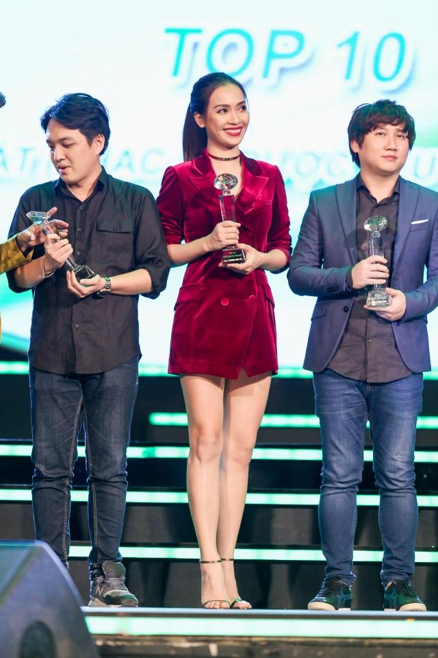 Ca sĩ - người mẫu - MC Ái Phương lần thứ 2 nhận giải thưởng nhạc sĩ tại Làn Sóng Xanh