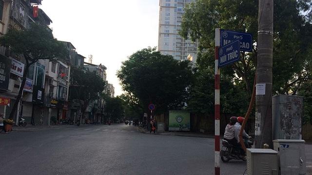 Cảnh vắng vẻ hiếm thấy vào đầu giờ buổi sáng trên phố Núi trúc - Văn Cao.