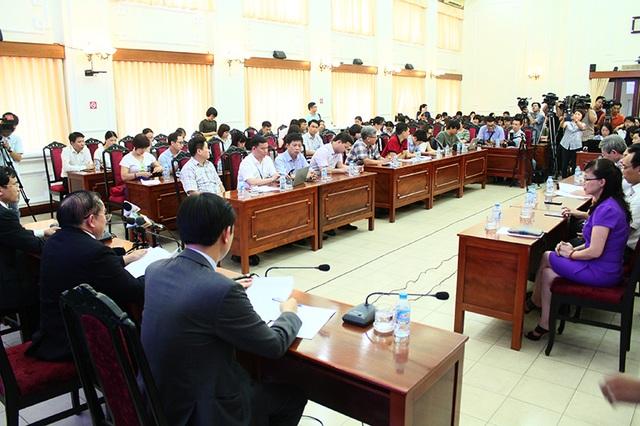 Đông đảo phóng viên dự buổi họp báo kết thúc kỳ thi THPT quốc gia 2017