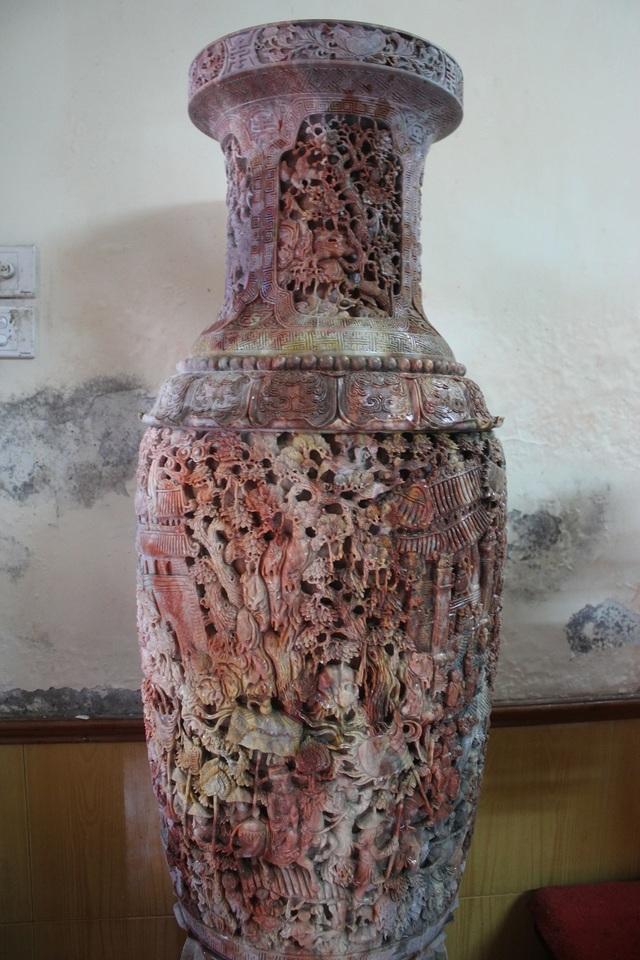 """Sản phẩm được làm nhân dịp kỷ niệm 1000 năm Thăng Long Hà Nội. Trong các cuộc triển lãm, trưng bày bộ """"Tam bảo vĩnh hằng"""" của ông Phạm Nhật Minh thu hút sự chú ý của rất nhiều người."""