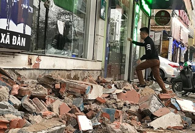 Hà Nội: Người dân chật vật tìm lối vào nhà khi không còn bậc tam cấp - 7
