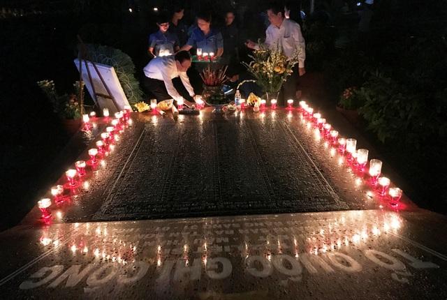 Nghĩa trang liệt sĩ lung linh trong đêm thắp nến tri ân - 7