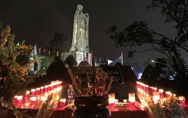 Nghĩa trang Liệt sĩ TPHCM lung linh trong đêm thắp nến tri ân 70 năm ngày Thương binh Liệt sĩ