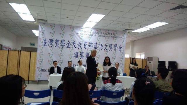 Vừa giành giải nhất kỳ thi học sinh giỏi Quốc gia, Minh Anh lại rinh thêm học bổng toàn phần 4 năm của Đài Loan