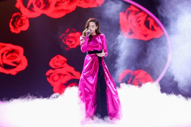 """Sơn Tùng M-TP mang """"ngai vàng"""" lên sân khấu, Hari Won trắng tay - 13"""