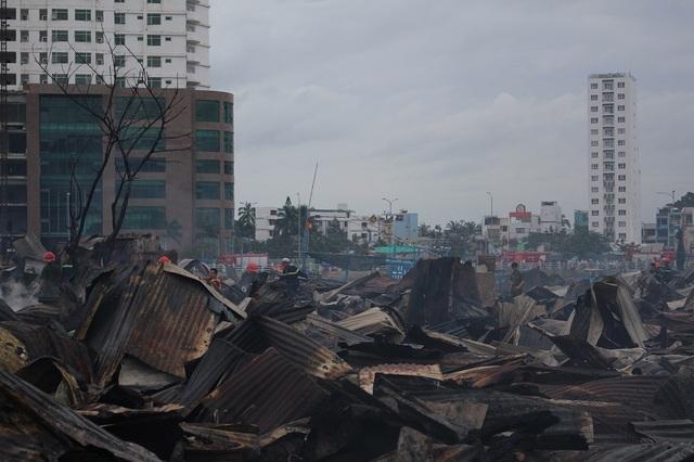 70 căn nhà ở khu vực này đã bị thiêu rụi hoàn toàn sau vụ cháy kinh hoàng vào đêm qua