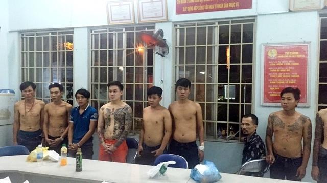 Các bị can trong đường dây bảo kê mại dâm nam chuẩn bị hầu tòa.