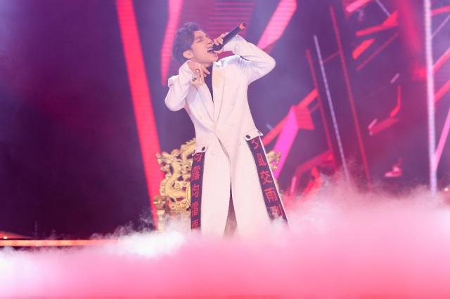 Ngay sau ngày ra mắt là 31/12, tính đến giờ lượt xem MV đã trên 10 triệu lượt và Sơn Tùng đã chọn sân khấu Làn sóng xanh để làm sân khấu cho sản phẩm lần này.