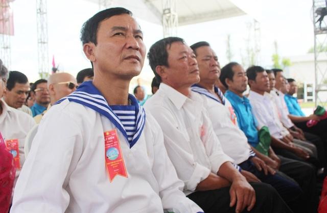 Dự lễ cũng có sự hiện diện của 64 gia đình liệt sĩ Gạc Ma cùng nhiều cựu binh Trường Sa
