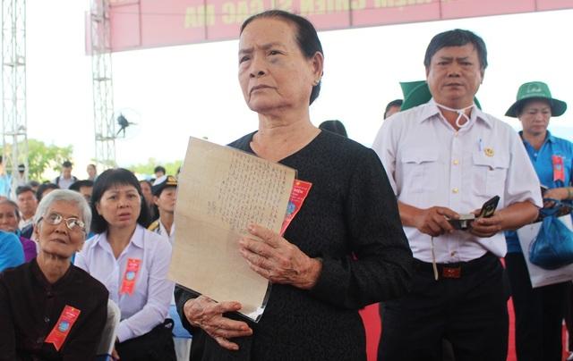 Gia đình liệt sĩ Gạc Ma hiến tặng tư liệu để trưng bày tại Khu tưởng niệm