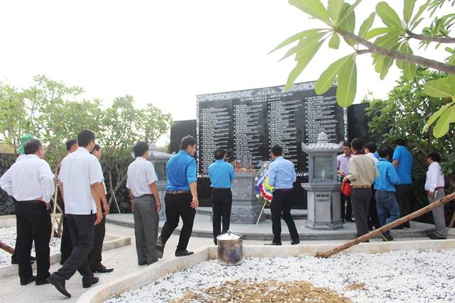Bia tưởng niệm 64 chiến sĩ trong sự kiện 14/3/1988 tại đảo Gạc Ma, Trường Sa