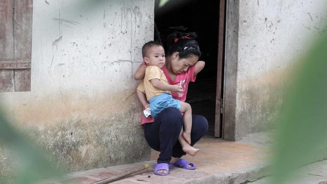 Bé Minh Khôi - 2 tuổi là món quà lớn nhất mà ông trời dành tặng chị. Ảnh: Toàn Vũ