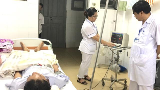 Đạt được xem là bệnh nhân đặc biệt nên phía bệnh viện đã cho một phòng riêng cùng máy móc để theo dõi và điều trị.