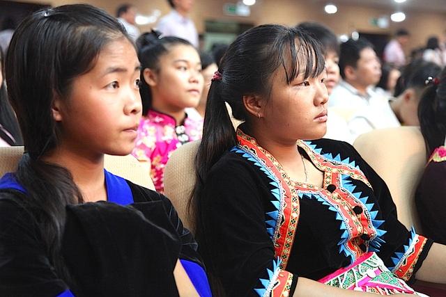 Các em học sinh Trường THPT Dân tộc nội trú tỉnh dự lễ tuyên dương.