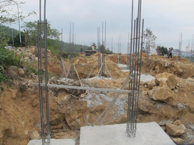 Mặc dù chưa được cấp phép nhưng chủ đầu tư dự án Khu du lịch sinh thái biển Tiên Sa đã cho xây dựng 40 móng biệt thự