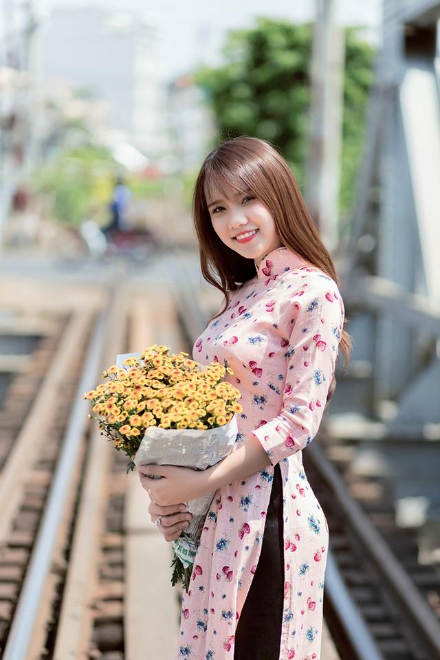 Nguyễn Thị Minh Hoàng sinh năm 1998, đến từ Bình Dương.