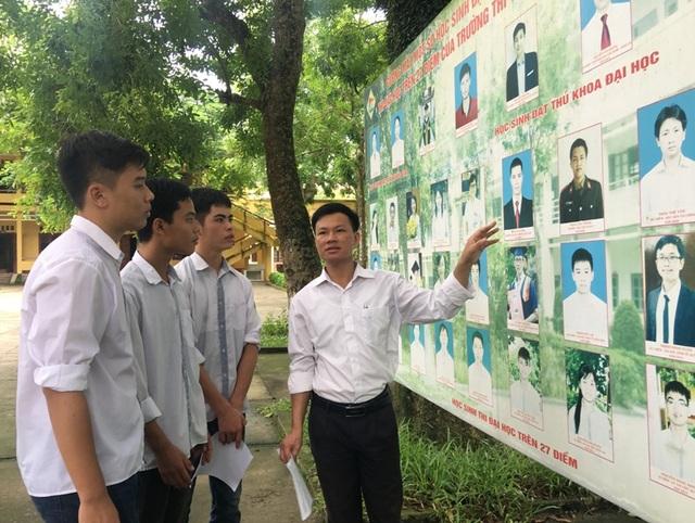 Thầy Hùng nhắn nhủ thêm với học trò của mình về những tấm gương của các anh chị cùng trường đã thành đạt