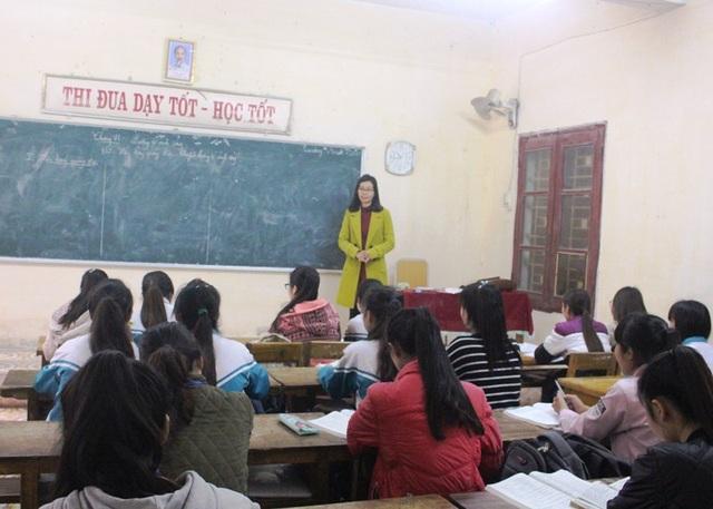 Các nhà trường tổ chức ôn tập kiến thức cho học sinh chuẩn bị dự thi