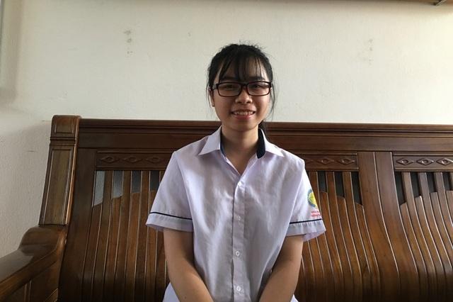 Ở trường, em Nguyễn Thị Ngần là một cô nữ sinh gương mẫu tiêu biểu