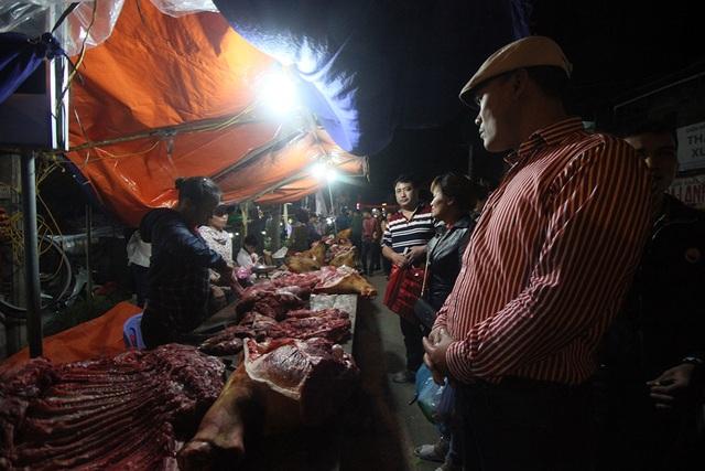 Thịt bê cũng là món đặc sản không thể thiếu với những người về dự khai hội chợ Viềng.