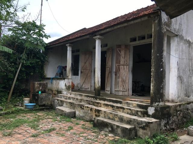 Căn nhà cấp bốn tồi tàn nơi hai bố con Trọng đang sống