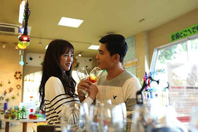 Phim kể về chuyện tình rất lãng mạn của một nữ phóng viên Nhật Bản với một du học sinh người Việt.