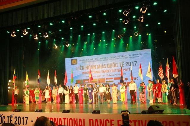 Các đoàn nghệ thuật tham dự liên hoan Múa quốc tế 2017 tổ chức tại tỉnh Ninh Bình.