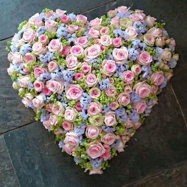 Một bó hồng ngoại trái tim có giá gần 20 triệu
