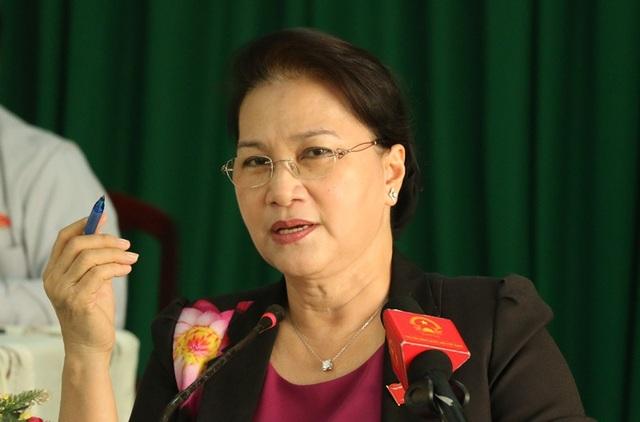 Chủ tịch Quốc hội Nguyễn Thị Kim Ngân giải đáp thắc của các cử tri