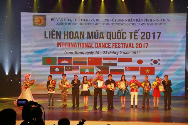 Các đoàn nghệ thuật đạt giải cao nhận giải tại liên hoan Múa quốc tế 2017.
