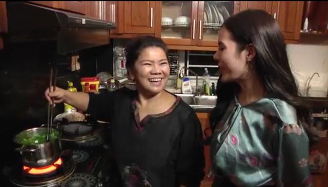 NSND Thanh Hoa chia sẻ, bà luôn yên tâm khi sử dụng chính những luống rau do tự tay mình trồng làm thực phẩm hàng ngày.