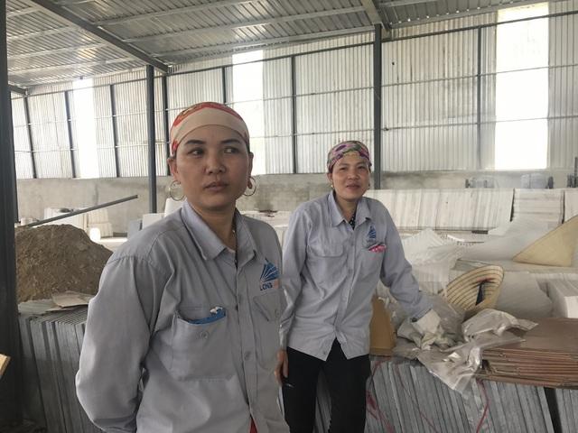 Chị Trần Thị Phương (SN 1984, người có hơn 10 năm gắn bó với doanh nghiệp tư nhân Long Anh) cho biết: Tôi và chồng cùng làm việc tại công ty này hơn 10 năm rồi, bây giờ ở nhà ruộng vườn cũng không có.