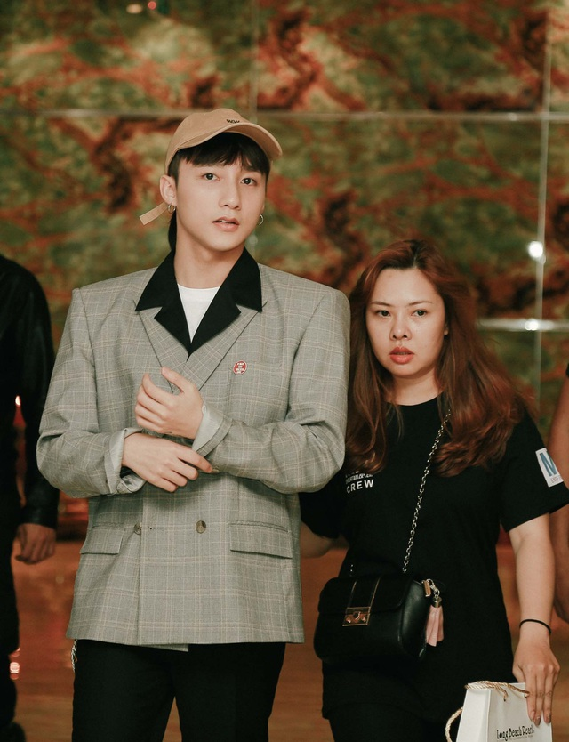 Gần như các nghệ sĩ Hàn Quốc chiếm số đông trong các bảng đề cử, những nhân vật hot nhất như G-Dragon, TWICE, PSY, BTS,… đều được gọi tên và chỉ duy nhất Sơn Tùng là nghệ sĩ Việt Nam góp mặt trong danh sách này.