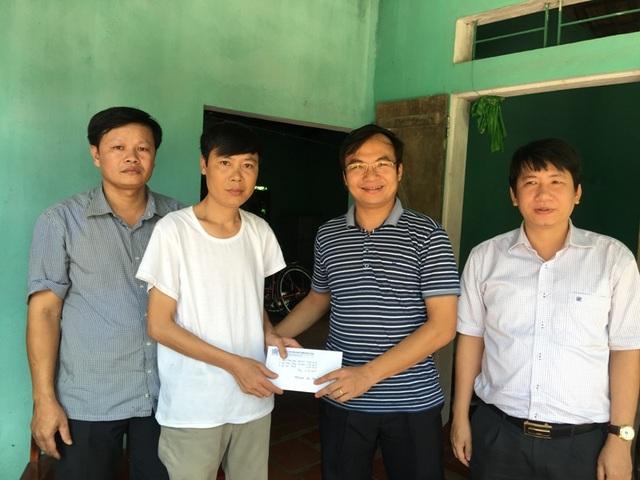 Hội đồng hương, bạn bè xã Nga Thắng tại thành phố Thanh Hóa ủng hộ anh Dương 15 triệu đồng