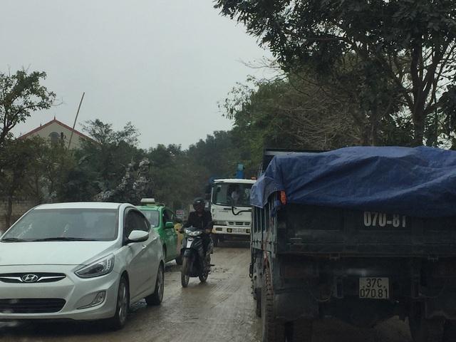 Do con đường Nguyễn Trường Tộ nối với quốc lộ 46B qua đường tránh Vinh đi Nam Đàn, Hưng Nguyên nên mật độ và lưu lượng xe qua đây hằng ngày là rất lớn.