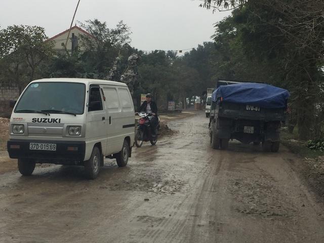Mặt đường Nguyễn Trường Tộ đã hư hỏng nặng.
