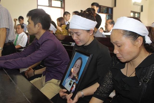 các anh chị em của nạn nhân Phạm Thị Oanh