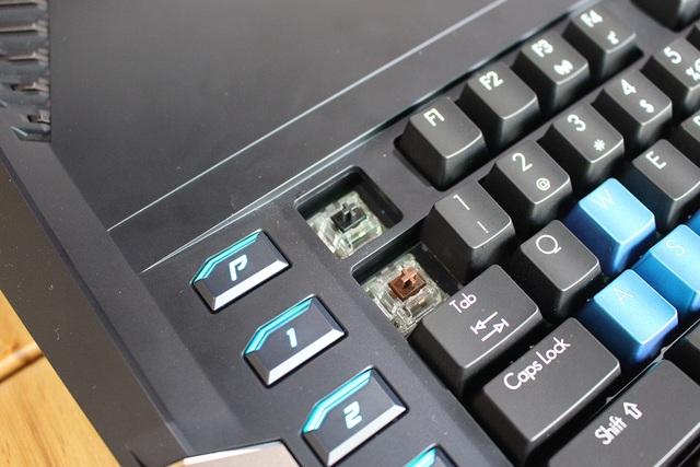 Người dùng cũng có thể tháo ra dễ dàng các phím bấm để thay thế trên phiên bản này.